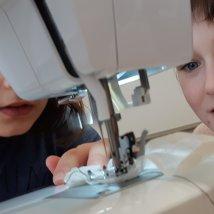 Ušiť vrecúško zo starej záclony nie je nič zložité. Foto: Ľubica Noščáková